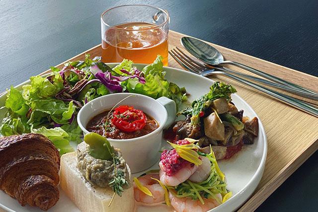 地元食材を中心に使った料理を提供。 -2343 FOODLABO-